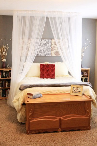 Give your bedroom a romantic makeover decorating your - Canopy bed in small room ...