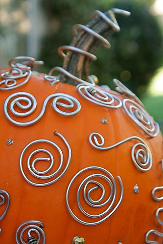 Wire pumpkin decorating
