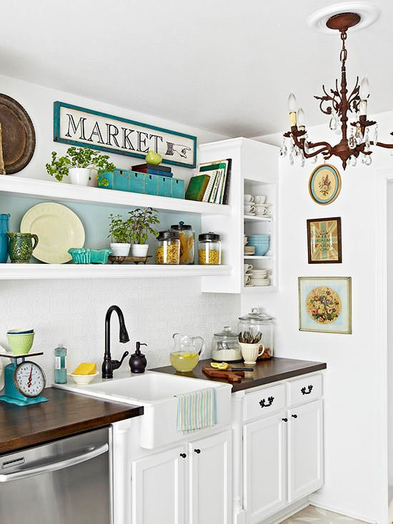 Today 39 s new cottage style decorating your small space for Small beach cottage kitchen ideas