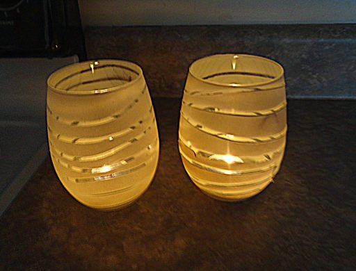 Rubber band candle holders