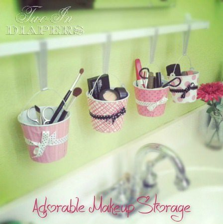 Our next project is from the 'Liz Marie Blog'. She created this Mason Jar Makeup Organizer, and her tutorial really is easy to follow.