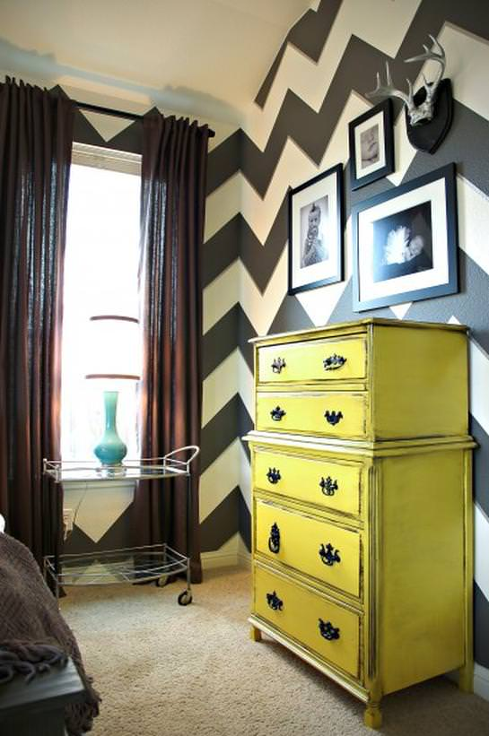 CI-LivingWithLindsay_black-and-white-chevron-walls_s3x4_lg