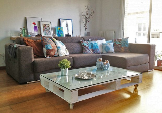 Sleek and stylish diy coffee tables decorating your for Sleek sofas small spaces