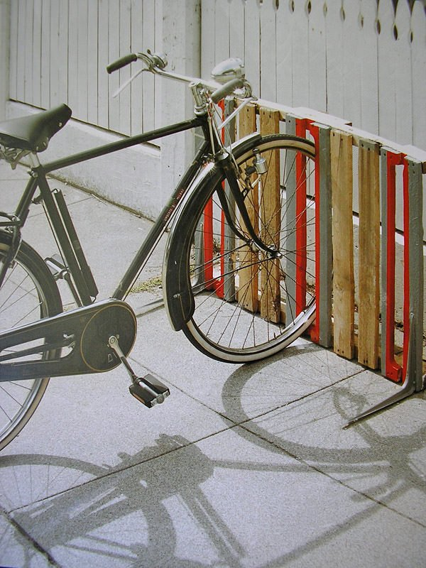 Creative diy bike storage racks decorating your small space for Rack pour garage