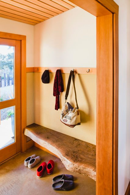 Diy Small Foyer : Diy entryway bench projects decorating your small space