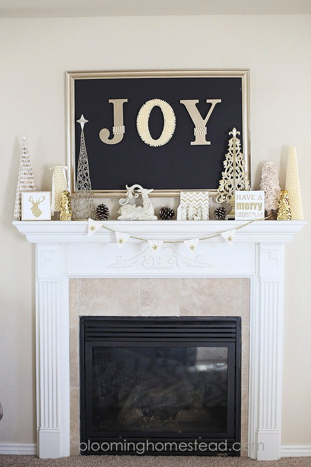 Christmas-Mantle-by-Blooming-Homestead