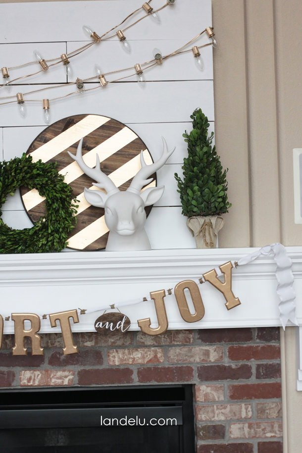 Gold-Christmas-Mantel-Idea