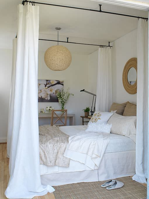 Need some more inspiration? Go to the high end hotels! This guest room at  'San Giorgio' will make anyone want to run out and make a canopy bed!