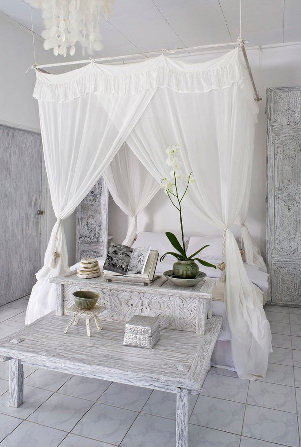 Jen from  Decor Sanity  is a new blogger  but wow  does she impress  She  made this DIY canopy bed herself from plans from Ana White  whom we love. Dreamy Canopy Bed Projects   Decorating Your Small Space