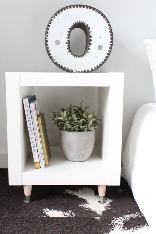 do it yourself stunning side tables decorating your small space. Black Bedroom Furniture Sets. Home Design Ideas
