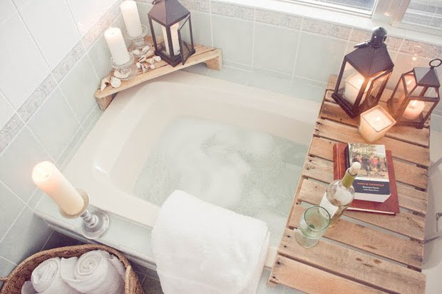 Diy spa tub caddies decorating your small space for Bathroom tray decor
