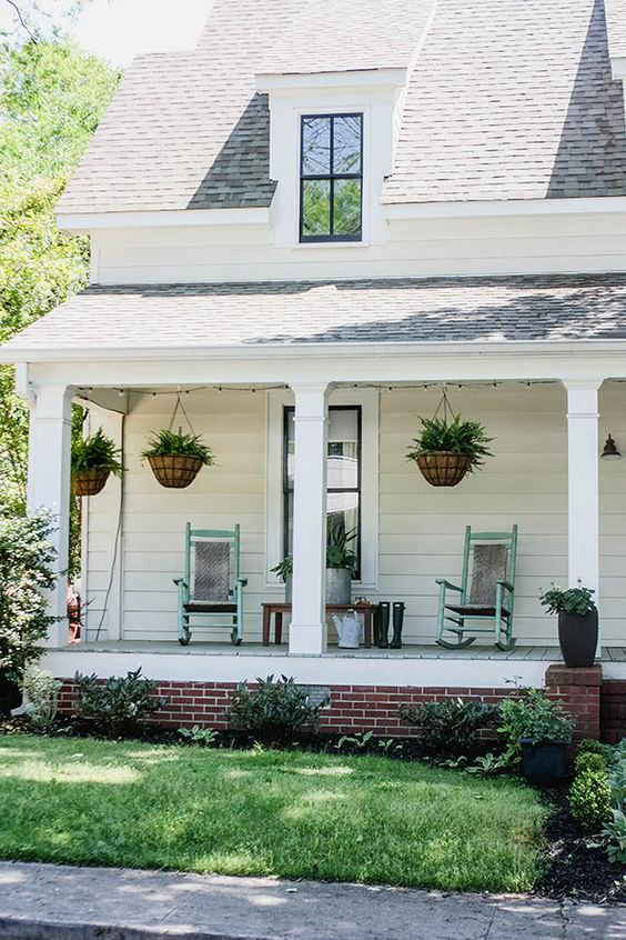 Fabulous front porch makeovers decorating your small space for How to decorate a small front porch