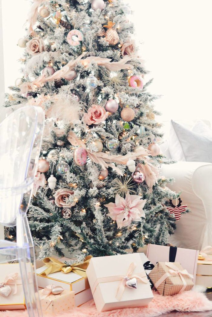 Try this pink Christmas from 'The Pink Dream'! Lots of inexpensive ideas here on how to use pink in your holiday decor. Remember, metallics always add ...