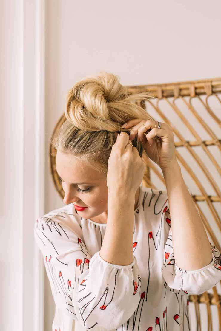 15 Easy Messy Bun Tutorials Quick Updo Hairstyles Ohmeohmy Blog